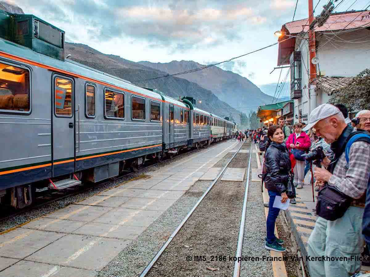 2 day tour Sacred Valley and Machu Picchu by train